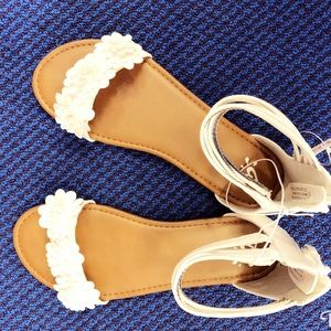 NWT FLORAL white beautiful summer sandals